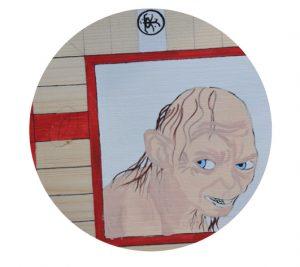 Se da color con pintura acrílica y se rotulan los detalles, contornos y casillas. Para proteger la pintura se aplica una capa de barniz y otra de cera para dar un aspecto envejecido.